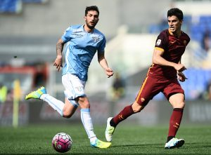 Roma's midfielder from Argentina Diego Perotti (R) vies with Lazio's defender from Netherlands Stefan de Vrij during the Italian Serie A football match Lazio vs AS Roma at the Olympic stadium in Rome on April 3, 2016     / AFP / FILIPPO MONTEFORTE        (Photo credit should read FILIPPO MONTEFORTE/AFP/Getty Images)