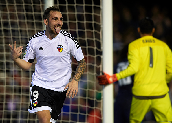 VALENCIA, SPAIN - JANUARY 03:  Paco Alcacer of Valencia celebrates scoring his team's second goal during the La Liga match between Valencia CF and Real Madrid CF at Estadi de Mestalla on January 03, 2016 in Valencia, Spain.  (Photo by Manuel Queimadelos Alonso/Getty Images)