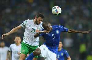 LILLE, FRANCE - JUNE 22: Daryl Murphy of Republic of Ireland and Angelo Ogbonna of Italy compete for the ball during the UEFA EURO 2016 Group E match between Italy and Republic of Ireland at Stade Pierre-Mauroy on June 22, 2016 in Lille, France.  (Photo by Matthias Hangst/Getty Images)