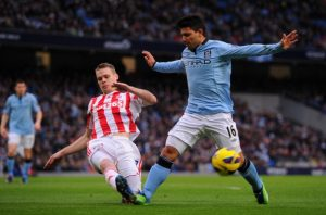 MANCHESTER, ENGLAND - JANUARY 01:  Sergio Aguero of Manchester City is challenged by Ryan Shawcross of Stoke City during the Barclays Premier League match between Manchester City and Stoke City at the Etihad Stadium on January 1, 2013 in Manchester, England. (Photo by Michael Regan/Getty Images)