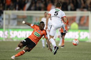 Lorient's Ghanaian forward Abdul Waris (L) vies with Paris Saint-Germain's Brazilian defender Marquinhos during the French Cup semi-final football match between Lorient (FCL) and Paris Saint-Germain (PSG) at Moustoir stadium in Lorient, western France, on April 19, 2016. AFP PHOTO / JEAN-SEBASTIEN EVRARD / AFP / JEAN-SEBASTIEN EVRARD        (Photo credit should read JEAN-SEBASTIEN EVRARD/AFP/Getty Images)