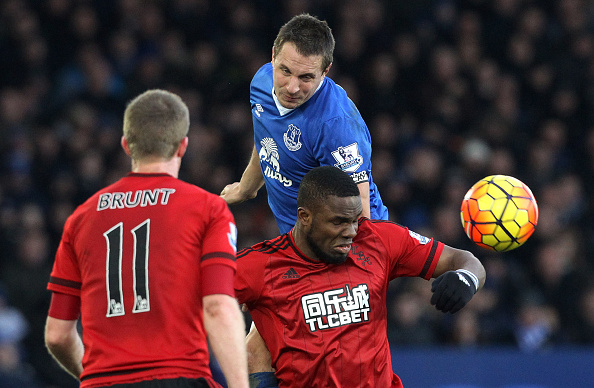 Everton's English defender Phil Jagielka (C) vies with West Bromwich Albion's Nigerian striker Victor Anichebe (R) during the English Premier League football match between Everton and West Bromwich Albion at Goodison Park in Liverpool, north west England on February 13, 2016. / AFP / LINDSEY PARNABY / RESTRICTED TO EDITORIAL USE. No use with unauthorized audio, video, data, fixture lists, club/league logos or 'live' services. Online in-match use limited to 75 images, no video emulation. No use in betting, games or single club/league/player publications.  /         (Photo credit should read LINDSEY PARNABY/AFP/Getty Images)