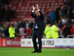 SUNDERLAND, ENGLAND - SEPTEMBER 12:  Ronald Koeman manager of Everton applauds the crowd after the Premier League match between Sunderland and Everton at Stadium of Light on September 12, 2016 in Sunderland, England.  (Photo by Laurence Griffiths/Getty Images)