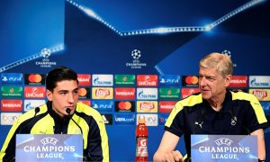Arsenal's French manager Arsene Wenger (R) and Arsenal's Spanish defender Hector Bellerin give a press conference on the eve of the team's UEFA Champions League football match against Paris Saint-Germain (PSG), on September 12, 2016 at the Parc des Princes stadium in Paris. / AFP / FRANCK FIFE        (Photo credit should read FRANCK FIFE/AFP/Getty Images)