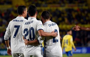 Real Madrid's Portuguese forward Cristiano Ronaldo (L), Real Madrid's forward Marco Asensio Willemsen (C) and Real Madrid's defender Daniel Carvajal Ramos celebrate a goal during the Spanish league football match UD Las Palmas vs Real Madrid CF at the Gran Canaria stadium in Las Palmas de Gran Canaria on September 24, 2016. / AFP / DESIREE MARTIN        (Photo credit should read DESIREE MARTIN/AFP/Getty Images)
