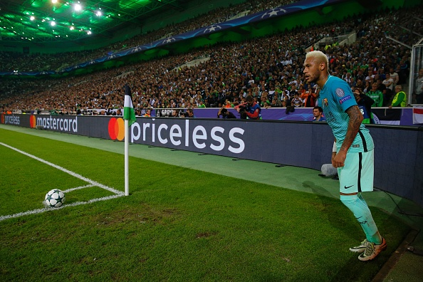 Barcelona's Brazilian forward Neymar takes a corner during the UEFA Champions League first-leg group C football match between Borussia Moenchengladbach and FC Barcelona at the Borussia Park in Moenchengladbach, western Germany on September 28, 2016. / AFP / Odd ANDERSEN (Photo credit should read ODD ANDERSEN/AFP/Getty Images)