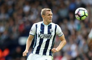 WEST BROMWICH, ENGLAND - AUGUST 20: Darren Fletcher of West Bromwich Albion wears the new Captain's armband during the Premier League match between West Bromwich Albion and Everton at The Hawthorns on August 20, 2016 in West Bromwich, England. (Photo by Lynne Cameron/Getty Images)