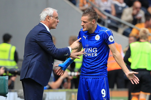 Leicester City's Italian manager Claudio Ranieri (L) gestures as he talks with Leicester City's English striker Jamie Vardy (R) on the touchline during the English Premier League football match between Hull City and Leicester City at the KCOM Stadium in Kingston upon Hull, north east England on August 13, 2016. / AFP / Lindsey PARNABY / RESTRICTED TO EDITORIAL USE. No use with unauthorized audio, video, data, fixture lists, club/league logos or 'live' services. Online in-match use limited to 75 images, no video emulation. No use in betting, games or single club/league/player publications. / (Photo credit should read LINDSEY PARNABY/AFP/Getty Images)
