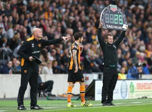 HULL, ENGLAND - SEPTEMBER 17: Ryan Mason of Hull City gets ready to come onto the pitch during the Premier League match between Hull City and Arsenal at KCOM Stadium on September 17, 2016 in Hull, England.  (Photo by Alex Morton/Getty Images)