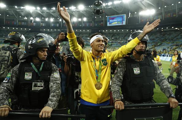 TOPSHOT-FBL-OLY-RIO-2016-MEN-BRA-GER