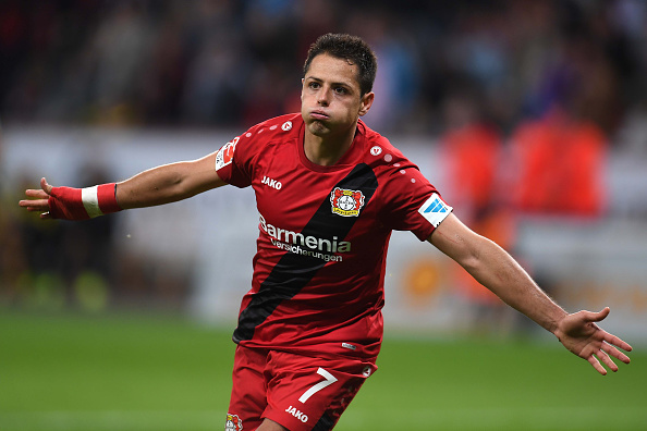 "Leverkusen's Mexican striker Javier ""Chicharito"" Hernandez and his teammates celebrate after scoring during the German first division Bundesliga football match of Bayer Leverkusen vs Borussia Dortmund in Leverkusen, western Germany, on October 1, 2016. / AFP / PATRIK STOLLARZ        (Photo credit should read PATRIK STOLLARZ/AFP/Getty Images)"