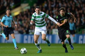 GLASGOW, SCOTLAND - OCTOBER 19: Tomas Rogic of Celtic advances under pressure from Tobias Strobl of Borussia Moenchengladbach during the UEFA Champions League group C match between Celtic FC and VfL Borussia Moenchengladbach at Celtic Park on October 19, 2016 in Glasgow, Scotland.  (Photo by Mark Runnacles/Getty Images)