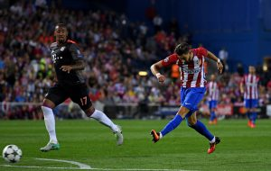 MADRID, SPAIN - SEPTEMBER 28:  Yannick Ferreira Carrasco of Atletico Madrid scores the opening goal during the UEFA Champions League group D match between Club Atletico de Madrid and FC Bayern Muenchen at the Vicente Calderon Stadium on September 28, 2016 in Madrid, Spain.  (Photo by David Ramos/Getty Images)