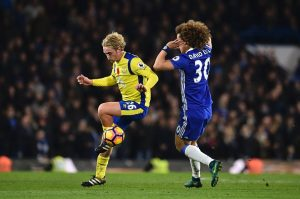 Everton's English midfielder Tom Davies (L) vies with Chelsea's Brazilian defender David Luiz during the English Premier League football match between Chelsea and Everton at Stamford Bridge in London on November 5, 2016. Chelsea won the game 5-0. / AFP / Glyn KIRK / RESTRICTED TO EDITORIAL USE. No use with unauthorized audio, video, data, fixture lists, club/league logos or 'live' services. Online in-match use limited to 75 images, no video emulation. No use in betting, games or single club/league/player publications.  /         (Photo credit should read GLYN KIRK/AFP/Getty Images)