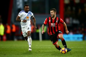 BOURNEMOUTH, ENGLAND - NOVEMBER 05: Jack Wilshere of AFC Bournemouth (R) is chased down by Jermain Defoe of Sunderland (L) during the Premier League match between AFC Bournemouth and Sunderland at Vitality Stadium on November 5, 2016 in Bournemouth, England.  (Photo by Jordan Mansfield/Getty Images)