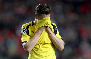 LISBON, PORTUGAL - FEBRUARY 14:  Lukasz Piszczek of Dortmund reacts during the UEFA Champions League Round of 16 first leg match between  SL Benfica and Borussia Dortmund at Estadio da Luz on February 14, 2017 in Lisbon, Portugal.  (Photo by Lars Baron/Bongarts/Getty Images)