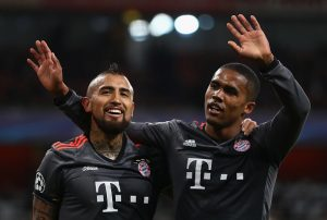LONDON, ENGLAND - MARCH 07:  Arturo Vidal of Bayern Muenchen (L) celebrates with Douglas Costa as he scores their fifth goal during the UEFA Champions League Round of 16 second leg match between Arsenal FC and FC Bayern Muenchen at Emirates Stadium on March 7, 2017 in London, United Kingdom.  (Photo by Clive Mason/Getty Images)