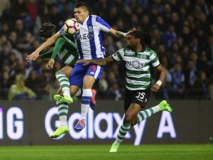 Porto's Brazilian forward Soares (C) vies with Sporting's Dutch defender Marvin Zeegelaar (L) and Sporting's defender Ruben Semedo during the Portuguese league football match FC Porto vs Sporting CP at the Dragao stadium in Porto on February 4, 2017. / AFP / MIGUEL RIOPA        (Photo credit should read MIGUEL RIOPA/AFP/Getty Images)