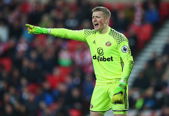 SUNDERLAND, ENGLAND - MARCH 05: Jordan Pickford of Sunderland gives his team mates instructions during the Premier League match between Sunderland and Manchester City at Stadium of Light on March 5, 2017 in Sunderland, England. (Photo by Alex Livesey/Getty Images)