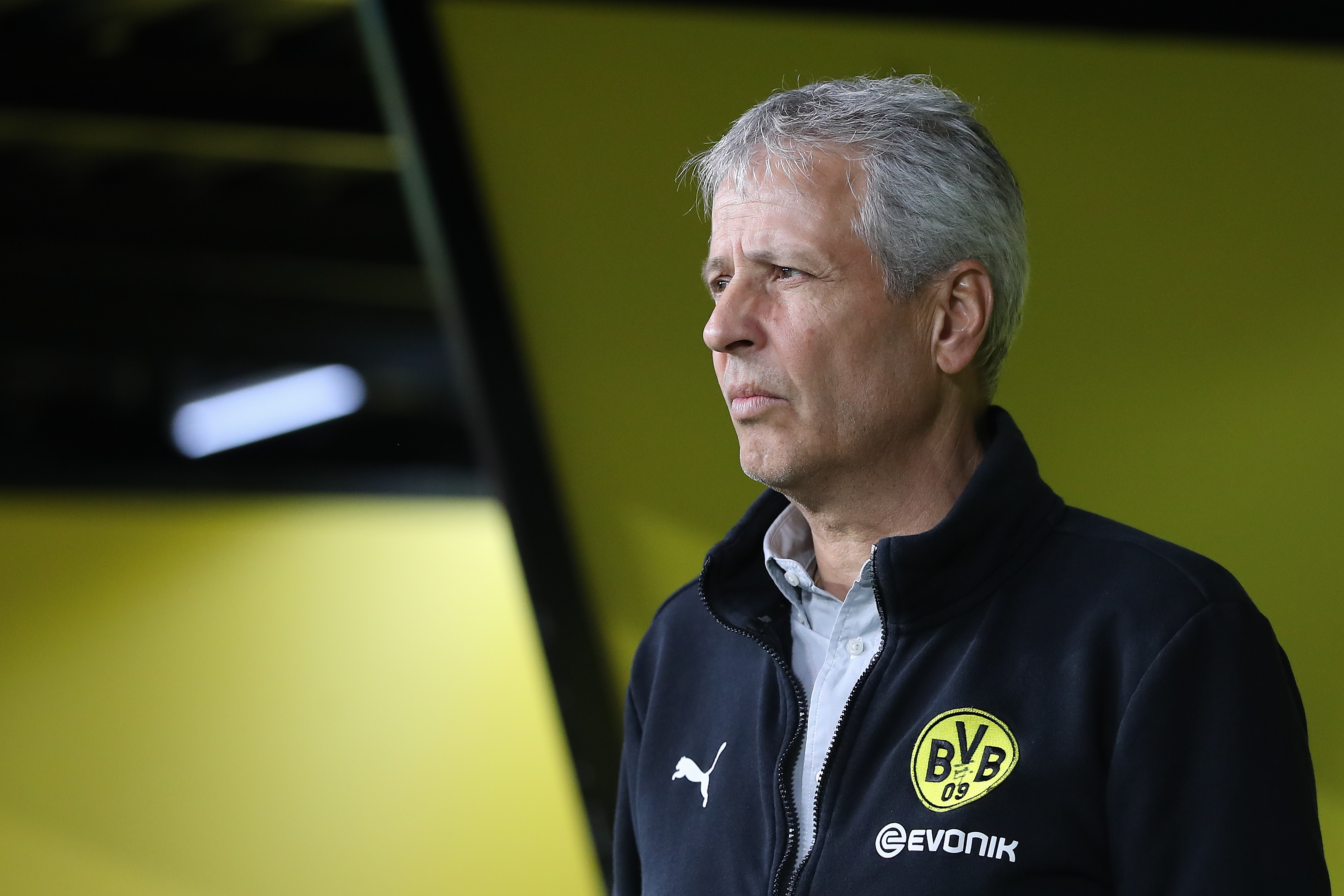 Borussia Dortmund host FC Schalke in theRevierderby - Can Favre guide his team to a victory?