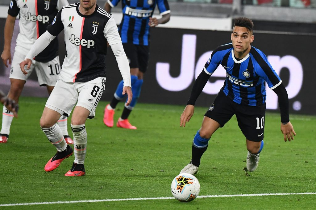 Barcelona will sign Lautaro Martinez but only on one condition (Martinez is in action in the photo)