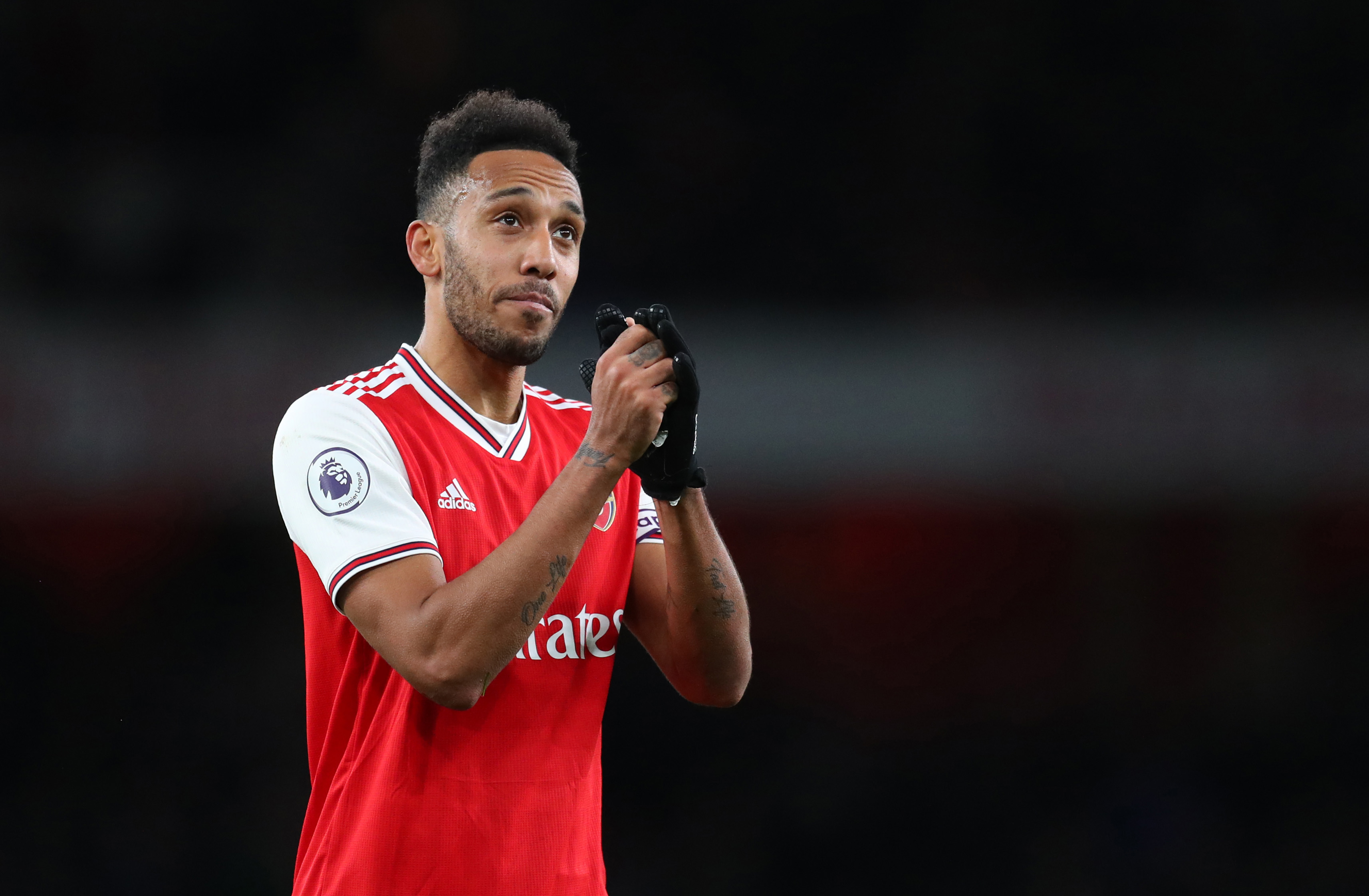 Chelsea Keen On Signing Arsenal's Pierre-Emerick Aubameyang - Aubameyang applauds the fans
