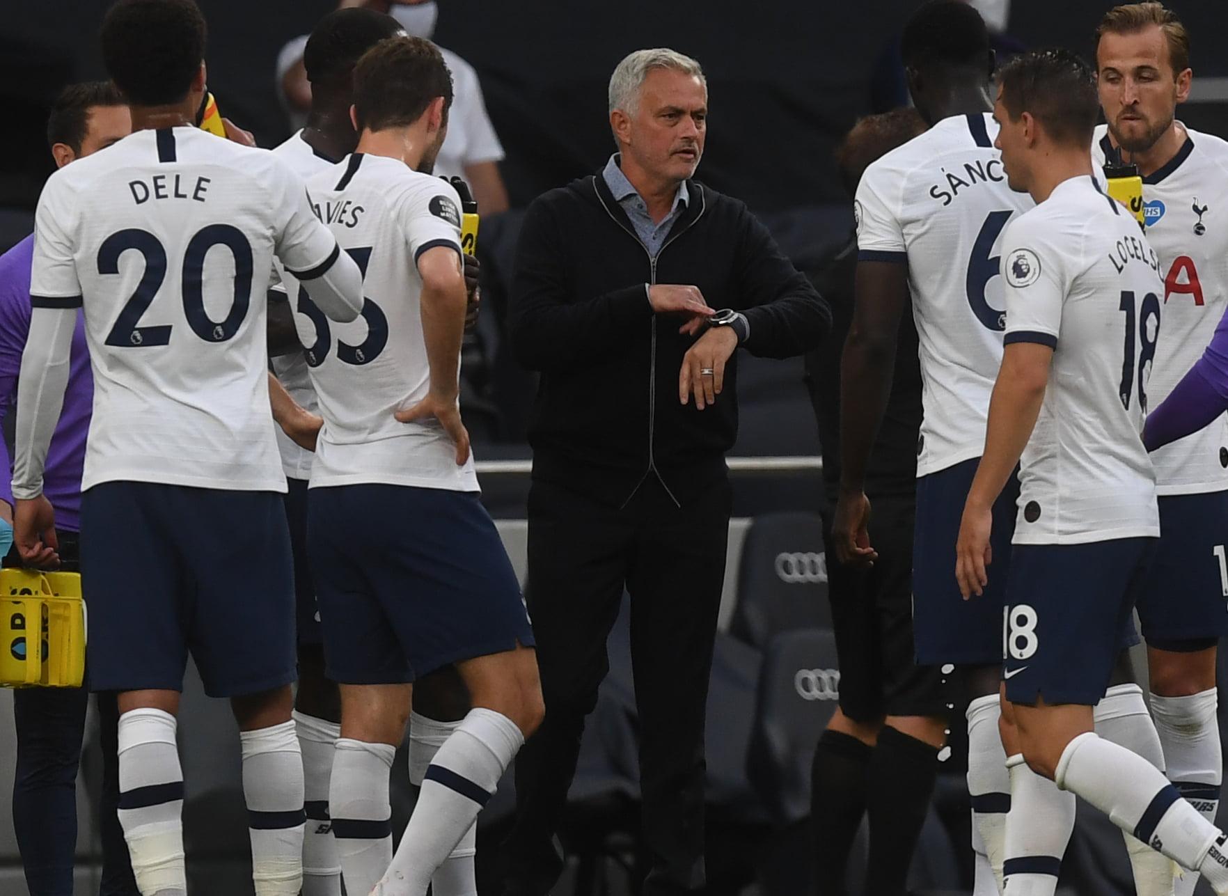 4-2-3-1 Tottenham Hotspur predicted lineup vs Sheffield United (Tottenham players seen taking a drinks break in the photo)
