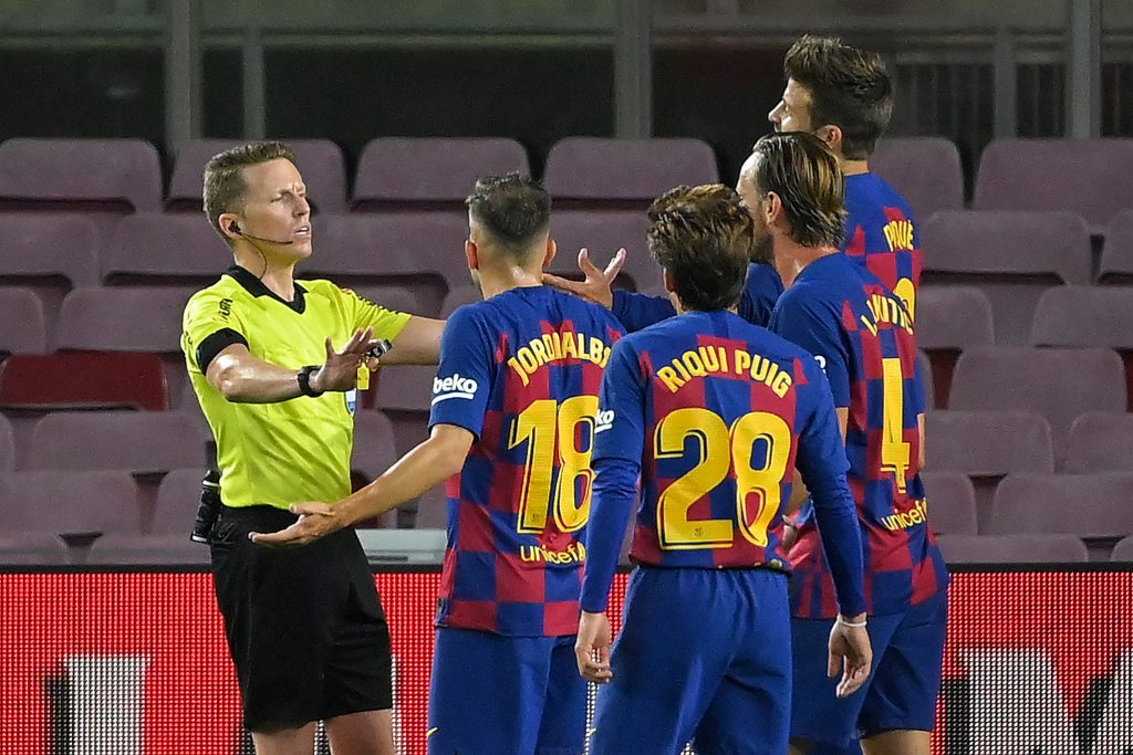 Barcelona Player Ratings Vs Atletico Madrid - referee talks to the players