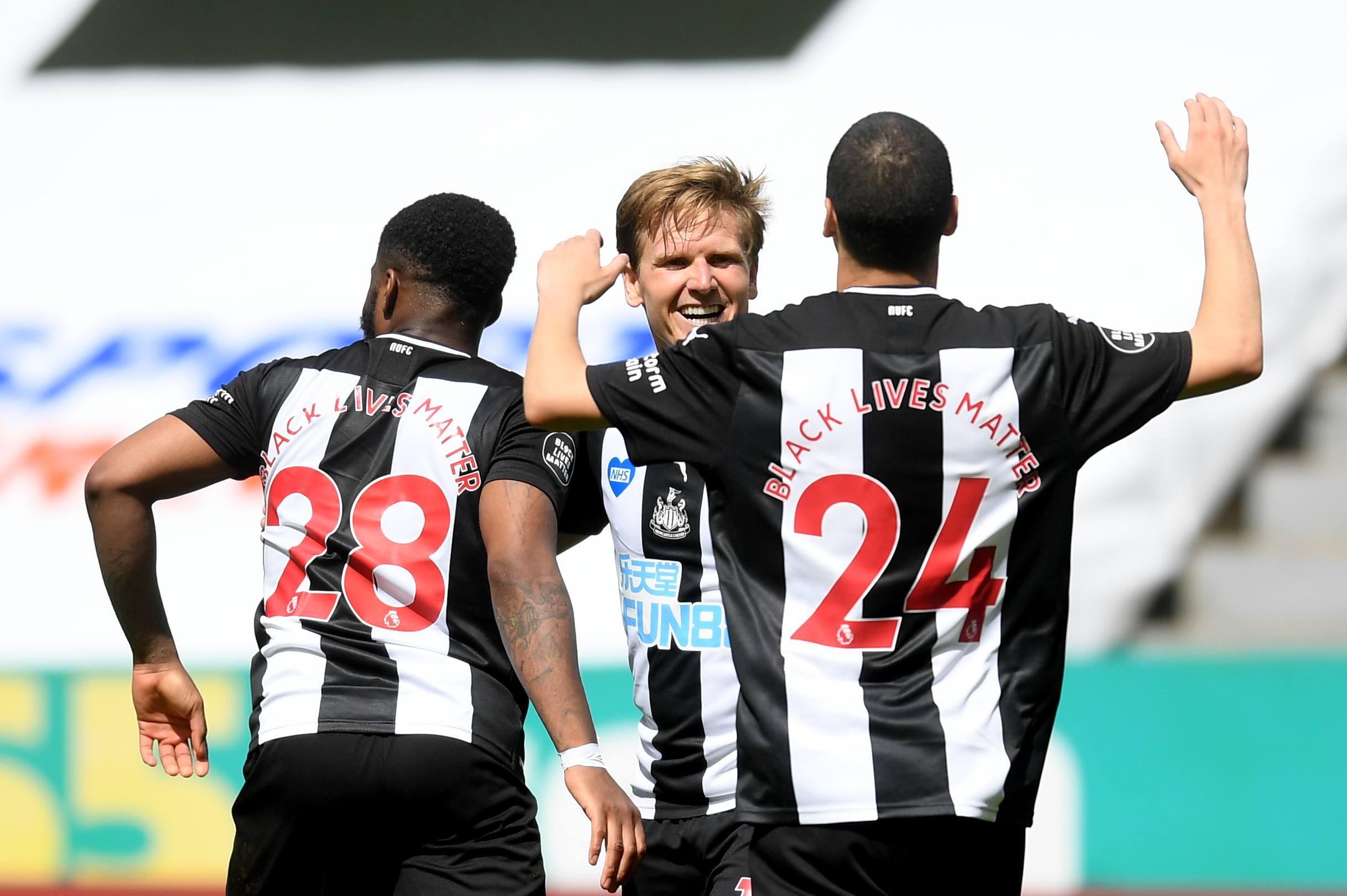 3-4-3 Newcastle United Predicted Lineup Vs Liverpool (Newcastle players celebrating in the photo)