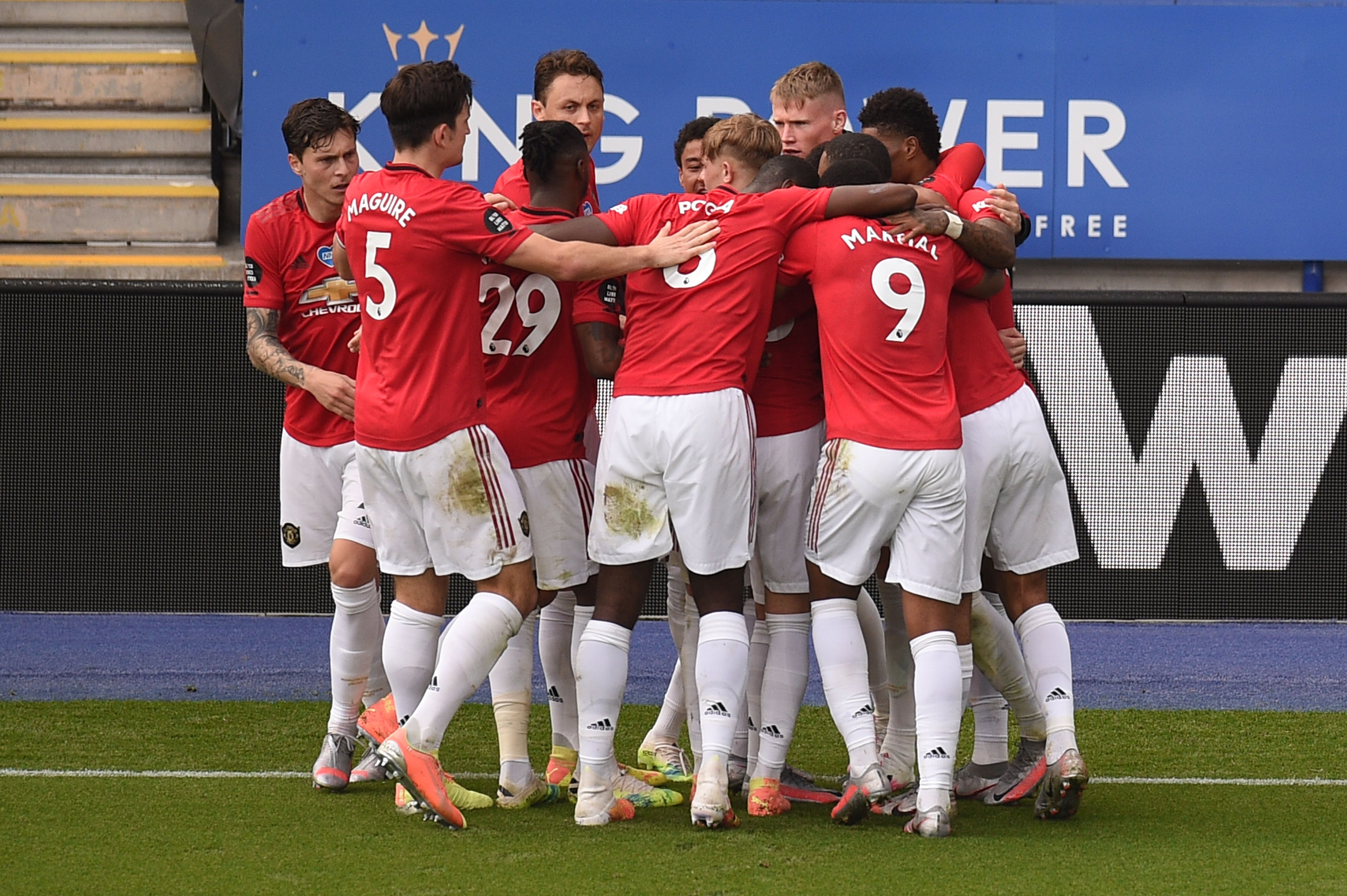 Manchester United Player Ratings Vs Leicester City - United players celebrate the goal