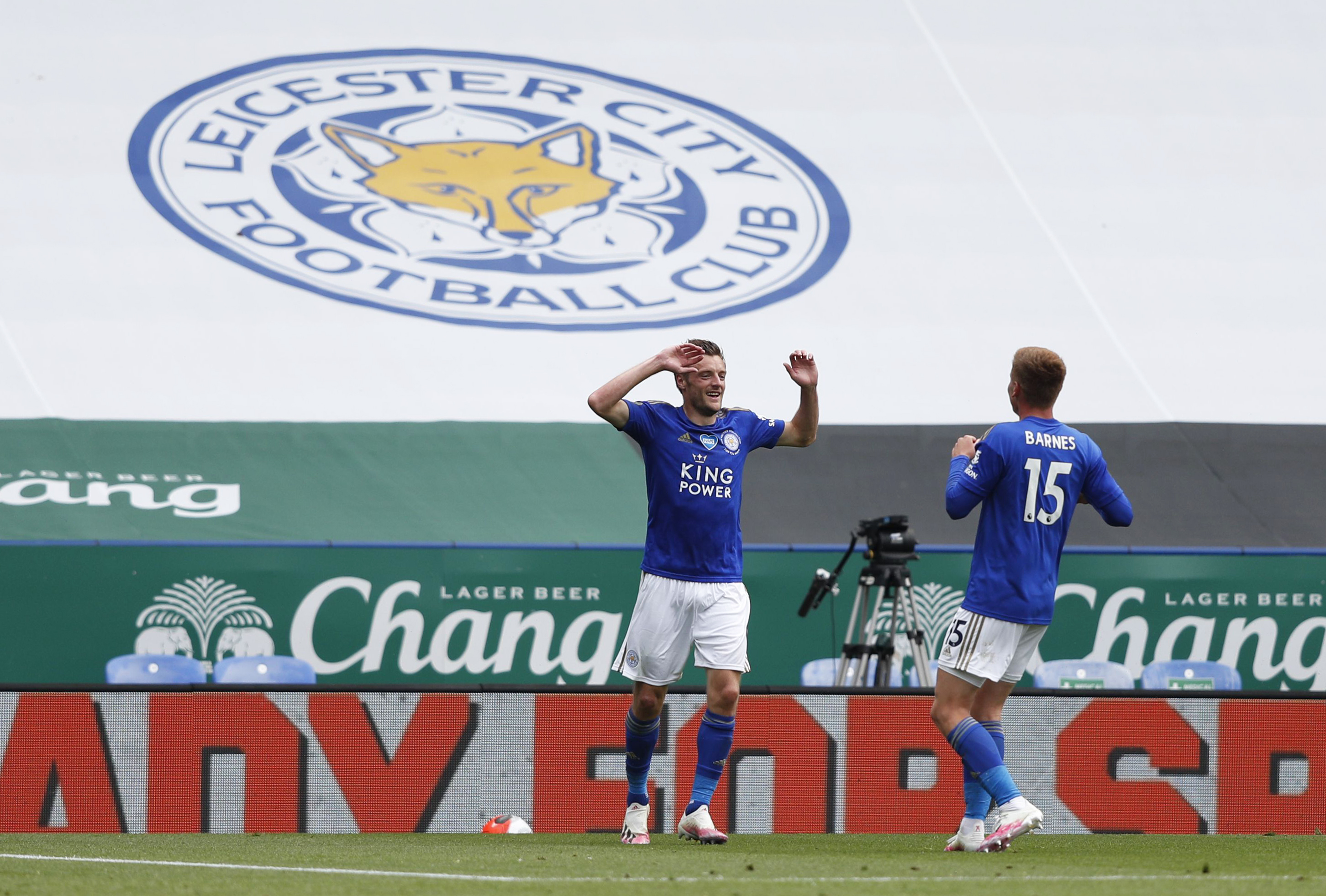 3-5-2 Leicester City Predicted Lineup Vs Arsenal (Leicester's Vardy celebrating in the photo)