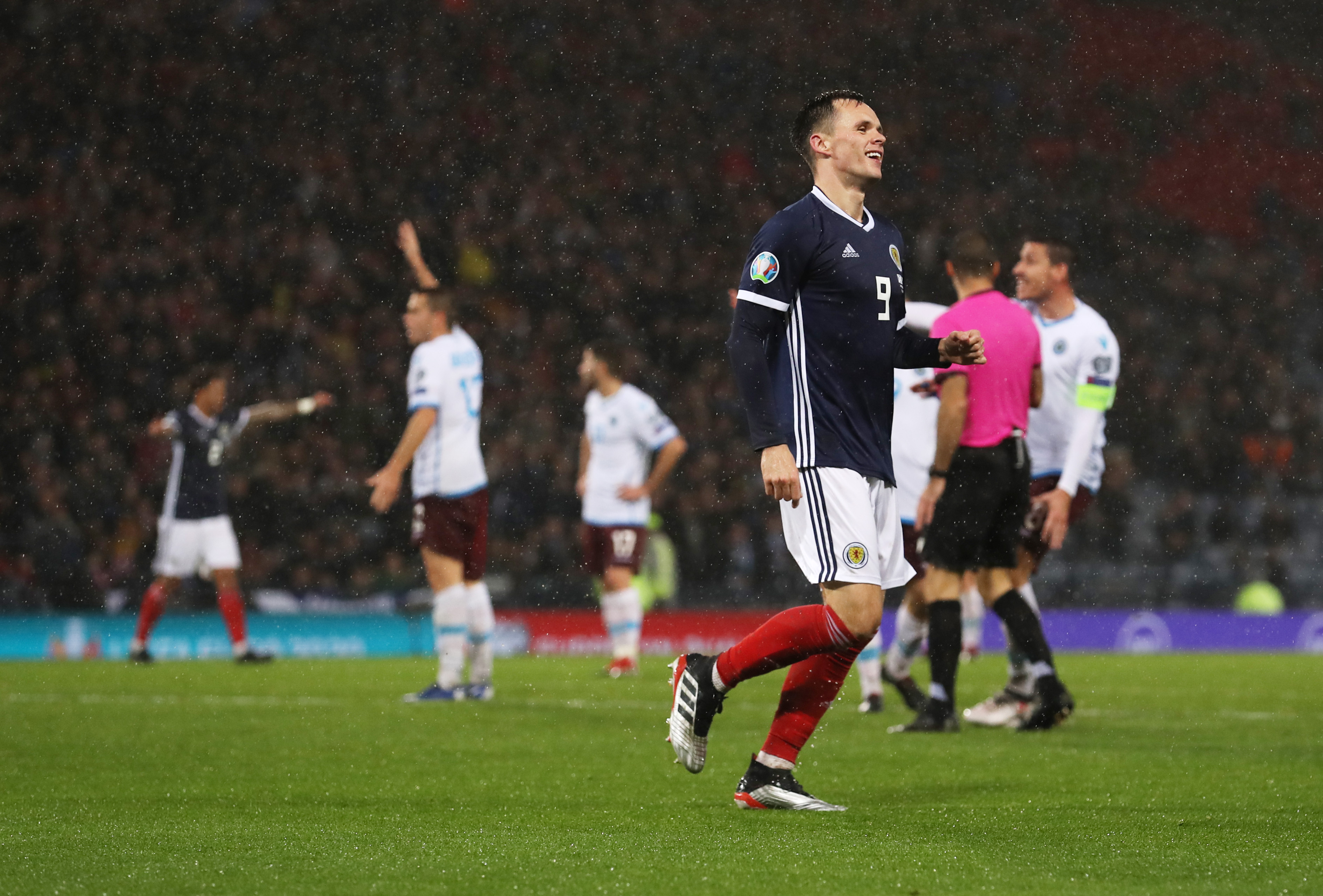 Halliday Has Urged Rangers To Sign Lawrence Shankland - Shankland looks on