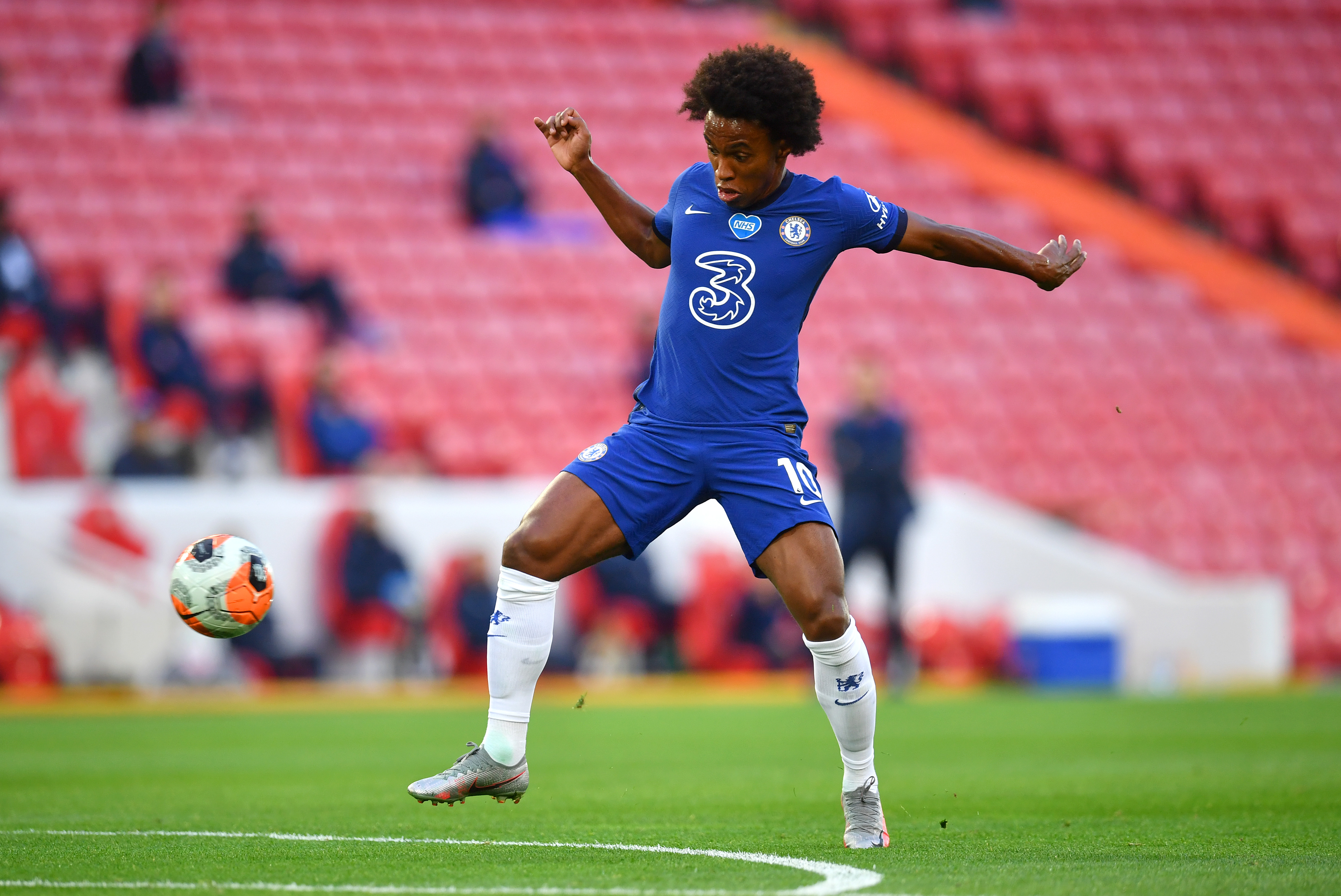 Arsenal offer three-year contract to Chelsea playmaker Willian who is seen in the picture