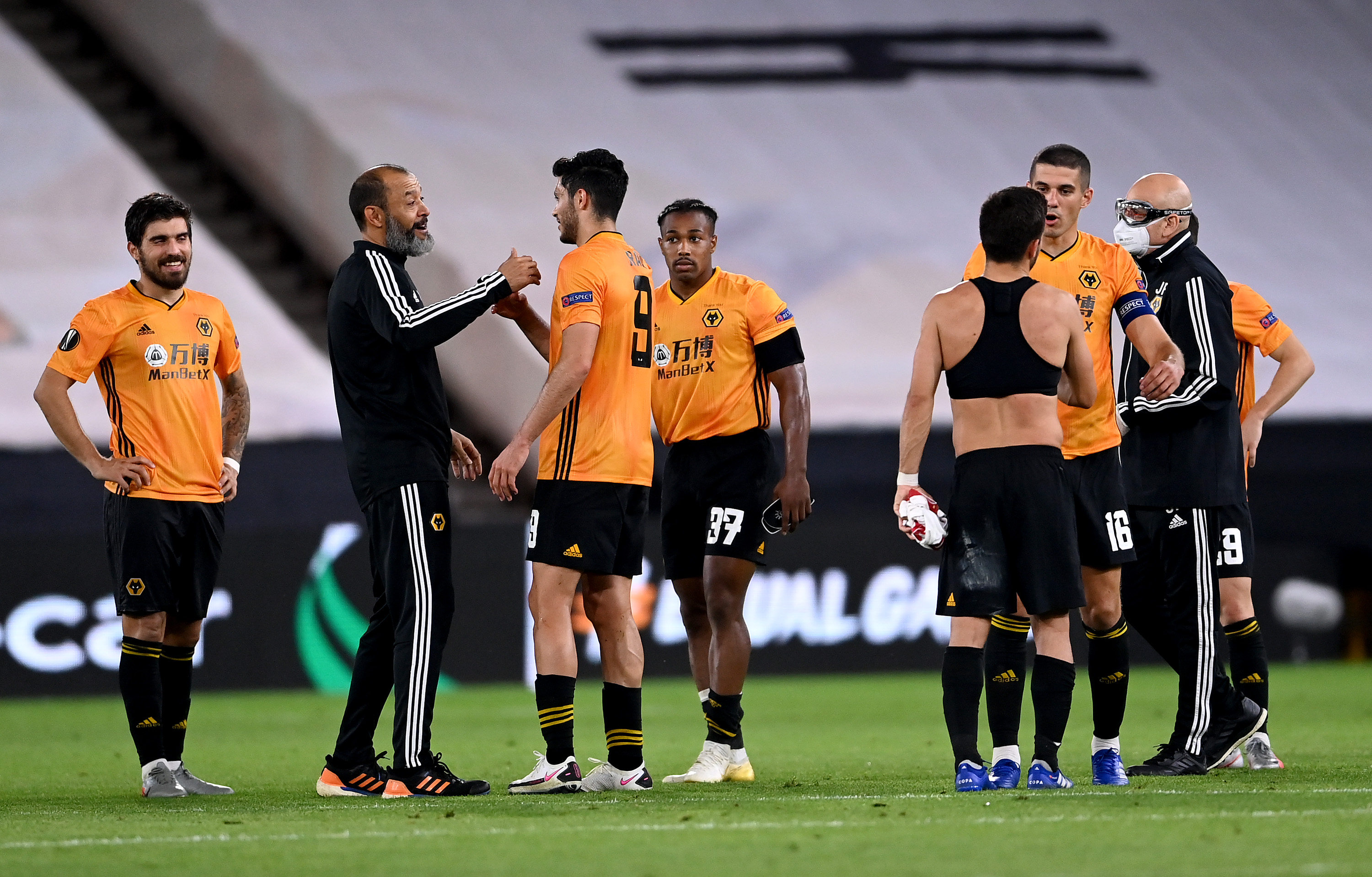 Three strikers Wolves should target in January (Wolves players and manager Nuno Espirito Santo is talking to his players in the photo)