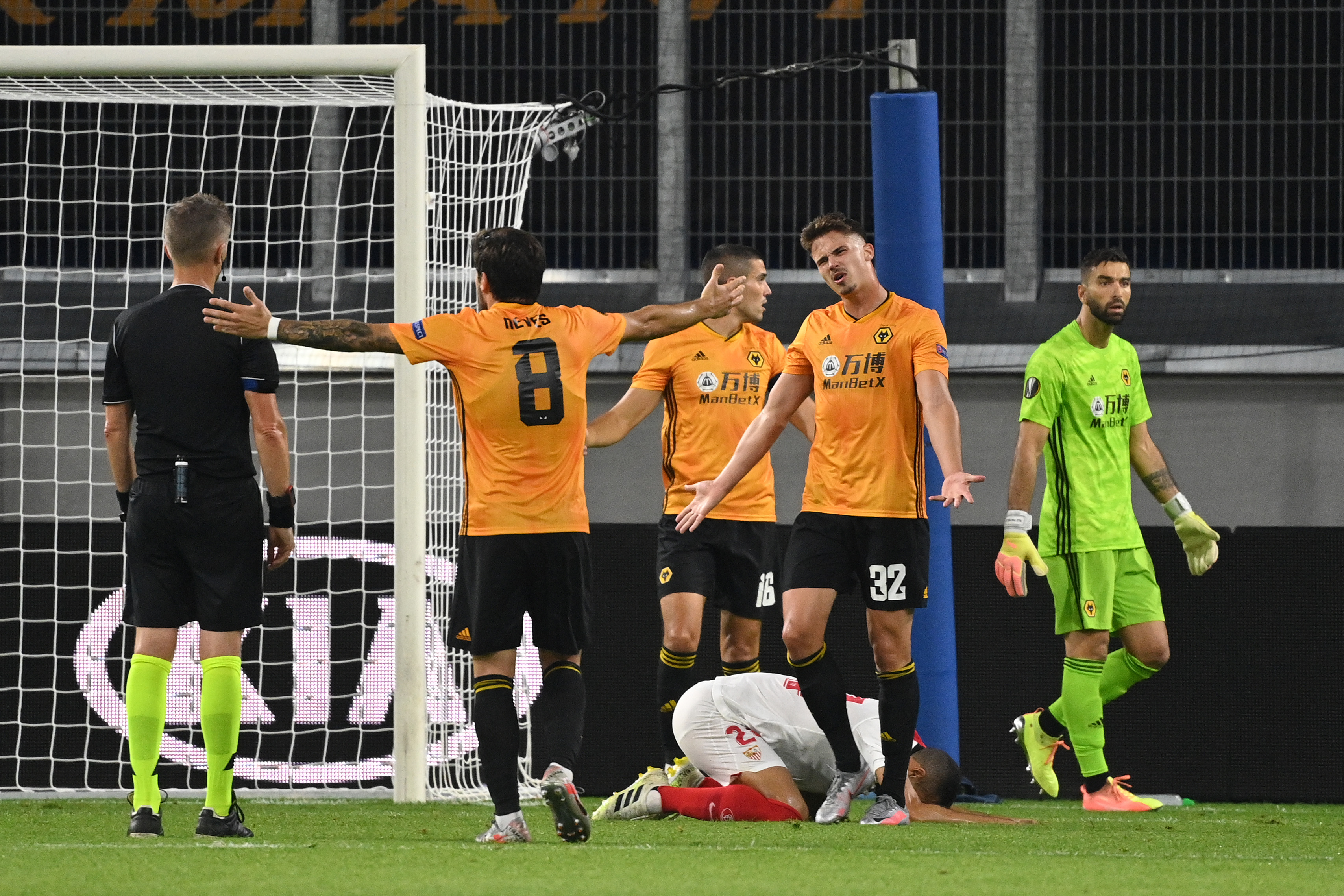 3-4-1-2 Wolves Predicted Lineup Vs Newcastle United (Wolves players are in action in the picture)