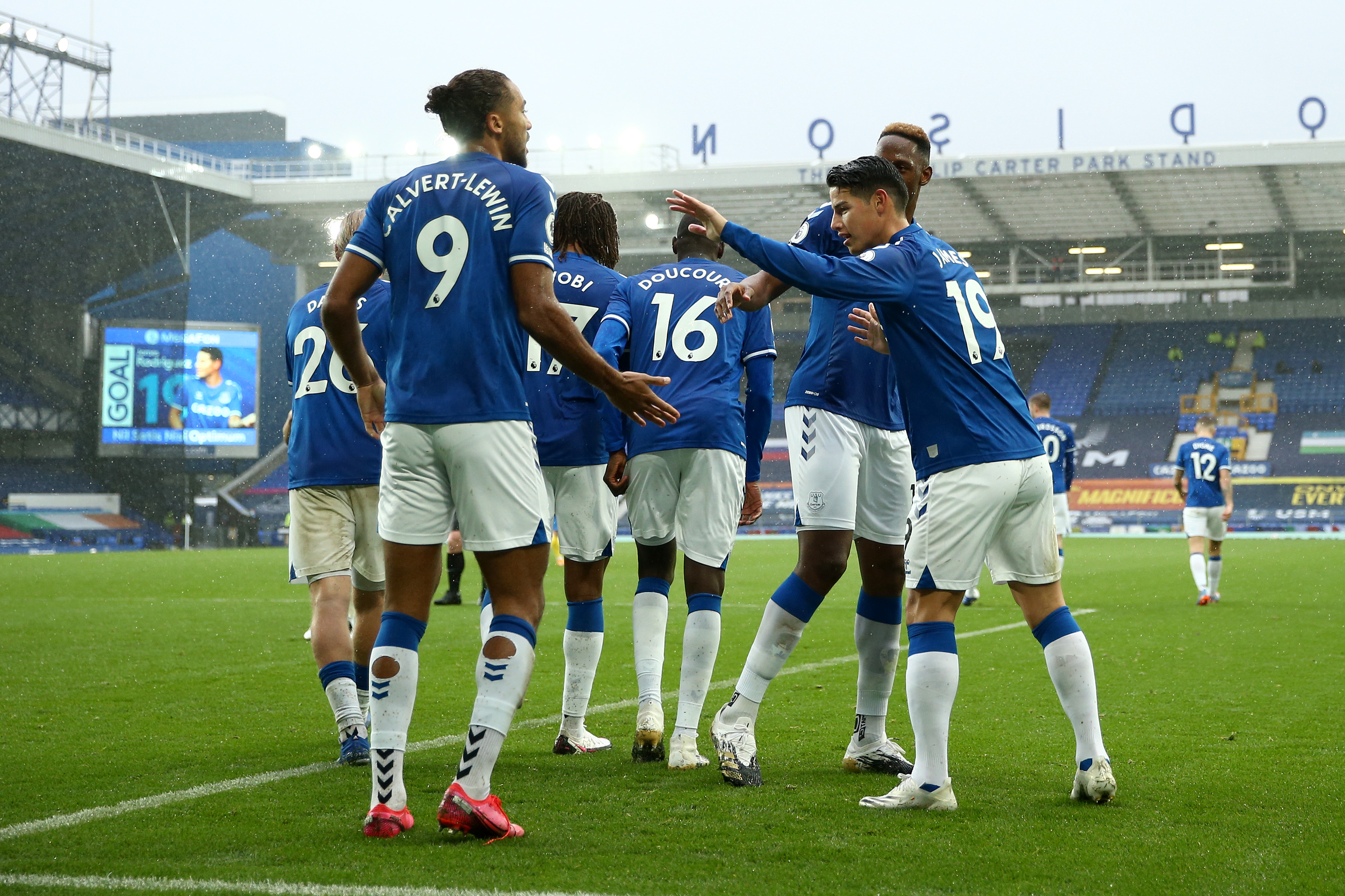 3-4-3 Everton Predicted Lineup Vs Leeds United (Everton players are celebrating in the photo)