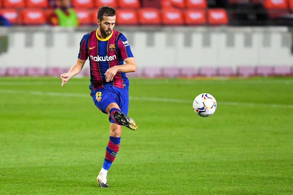 4-2-3-1 Barcelona Predicted Lineup Vs Ferencváros (Barcelona's Pjanic is in action in the picture)