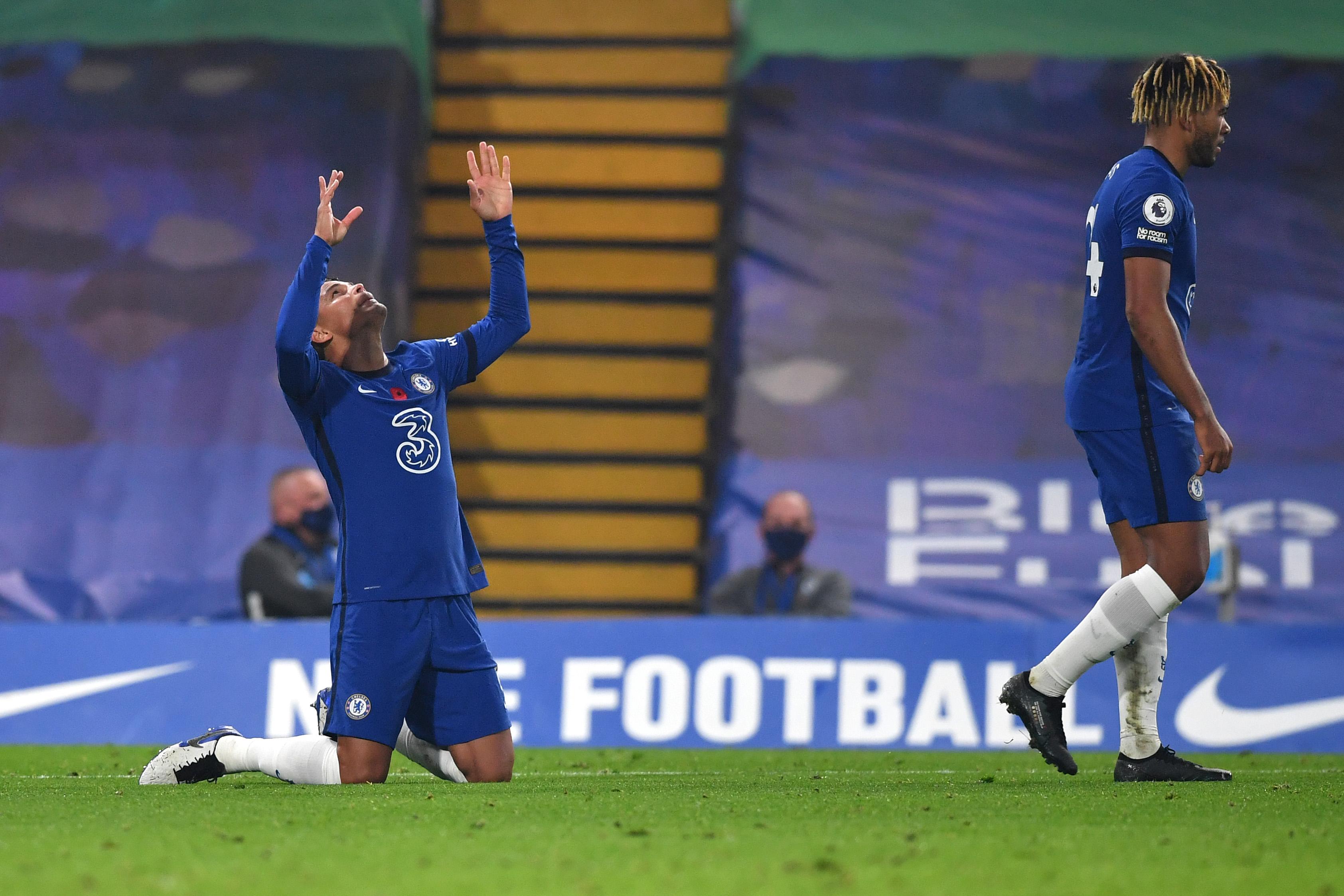 Predicted 4-3-3 Chelsea Lineup Vs Leeds United - Silva celebrates