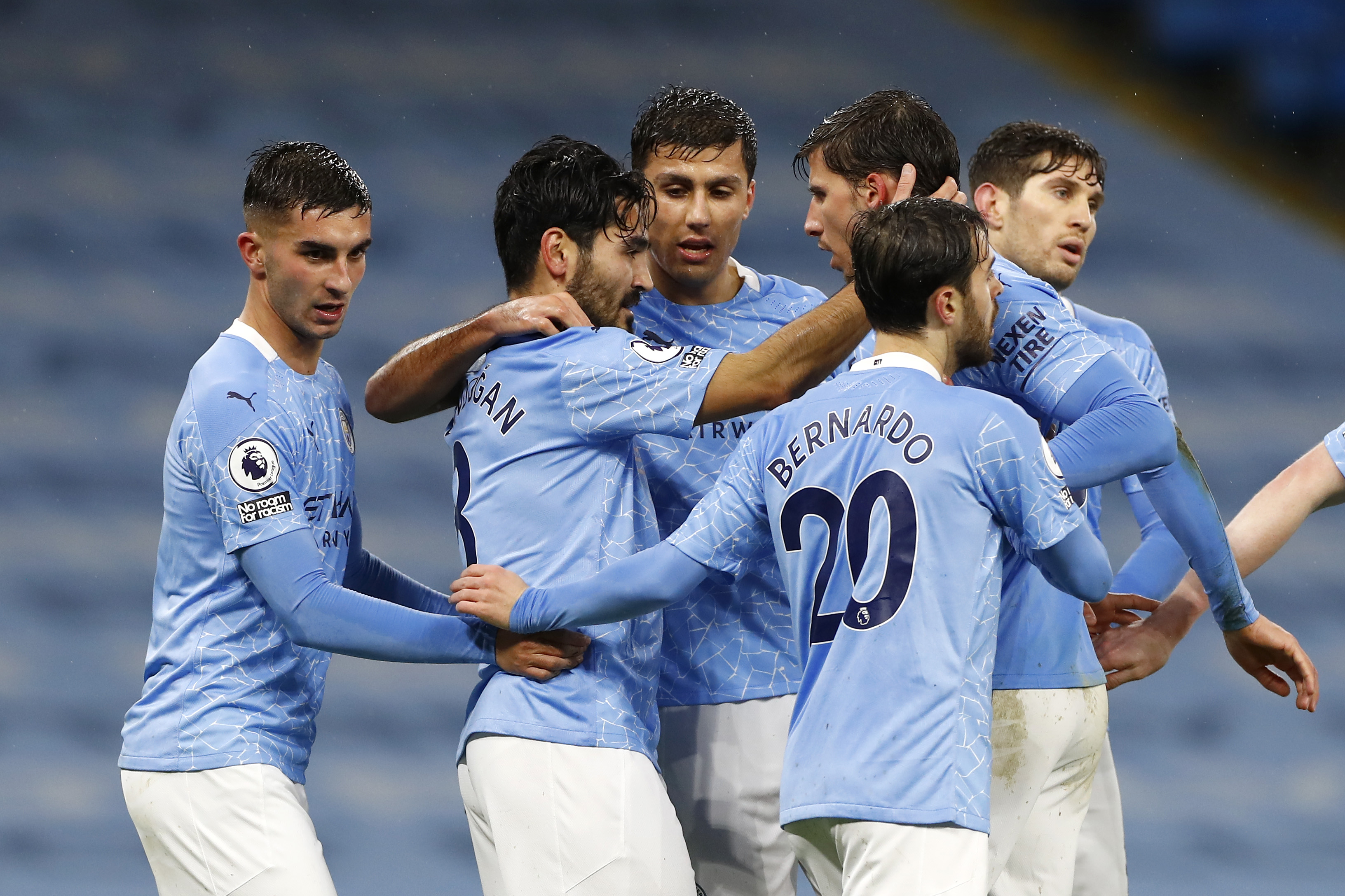 4-3-3 Manchester City Predicted Lineup Vs Everton (Man City players are celebrating in the photo)