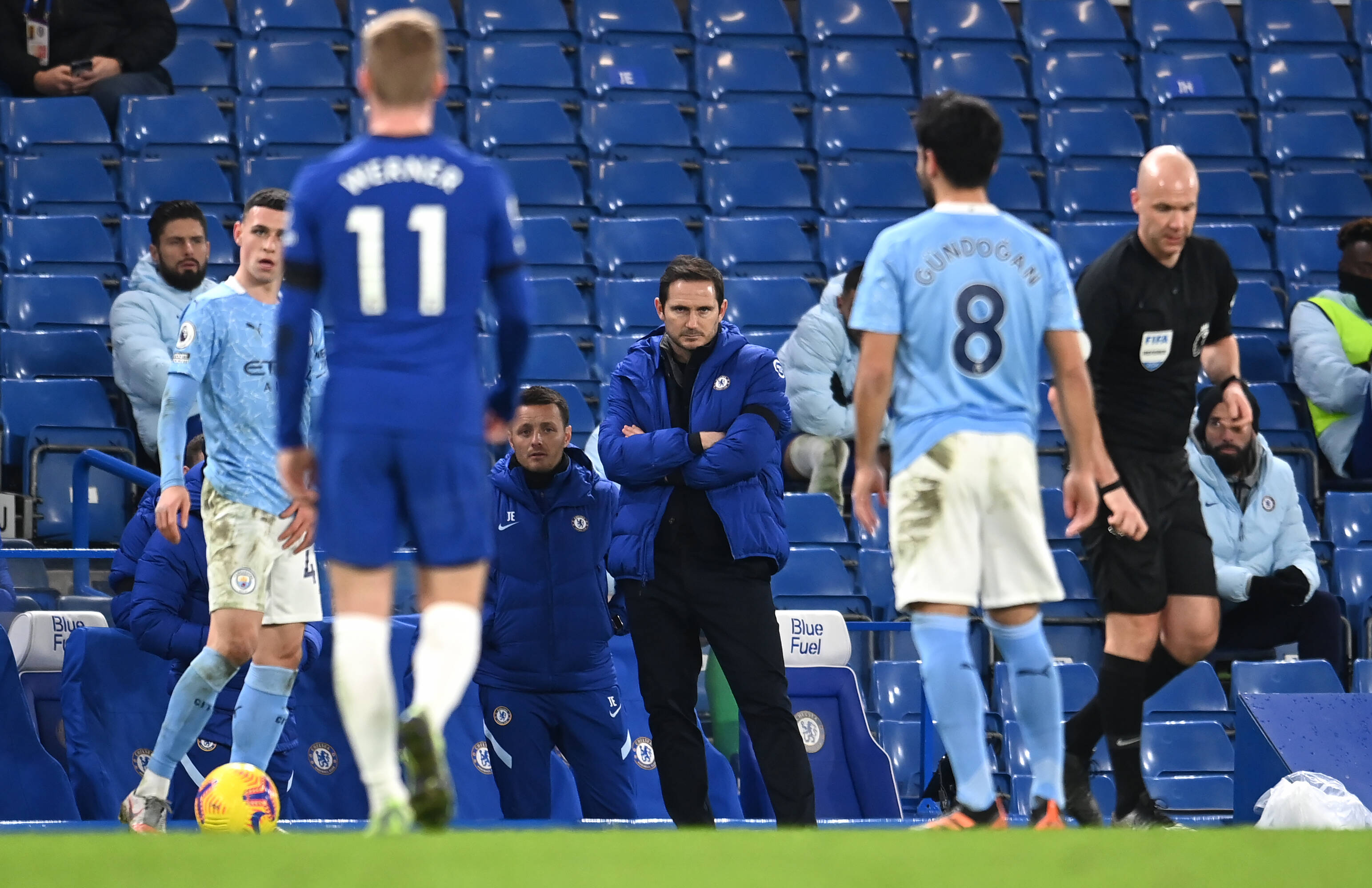 3 Lessons Learnt From Chelsea's Defeat To Manchester City - Lampard looks on