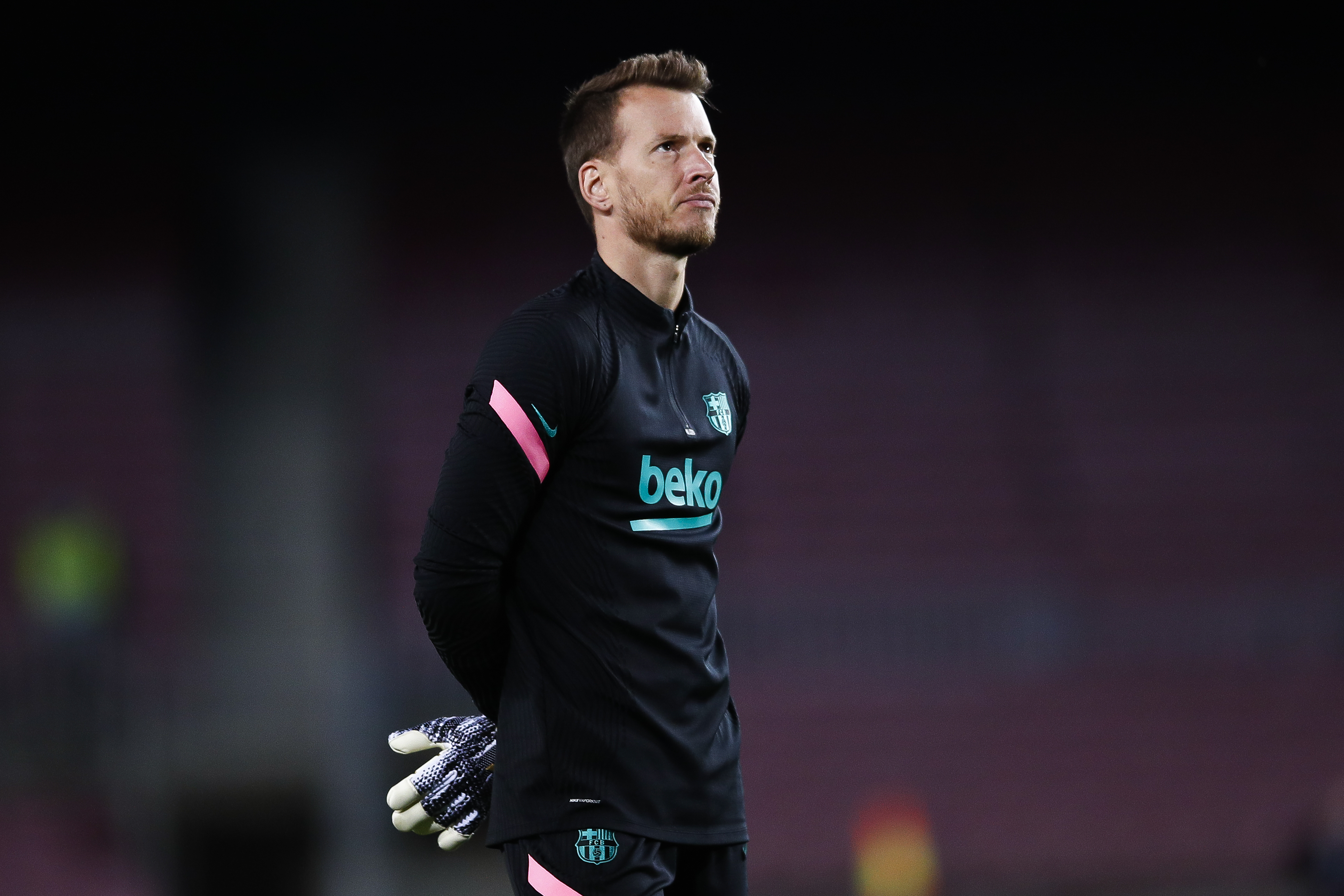 Barcelona set €15m asking price for Neto who is seen in the photo