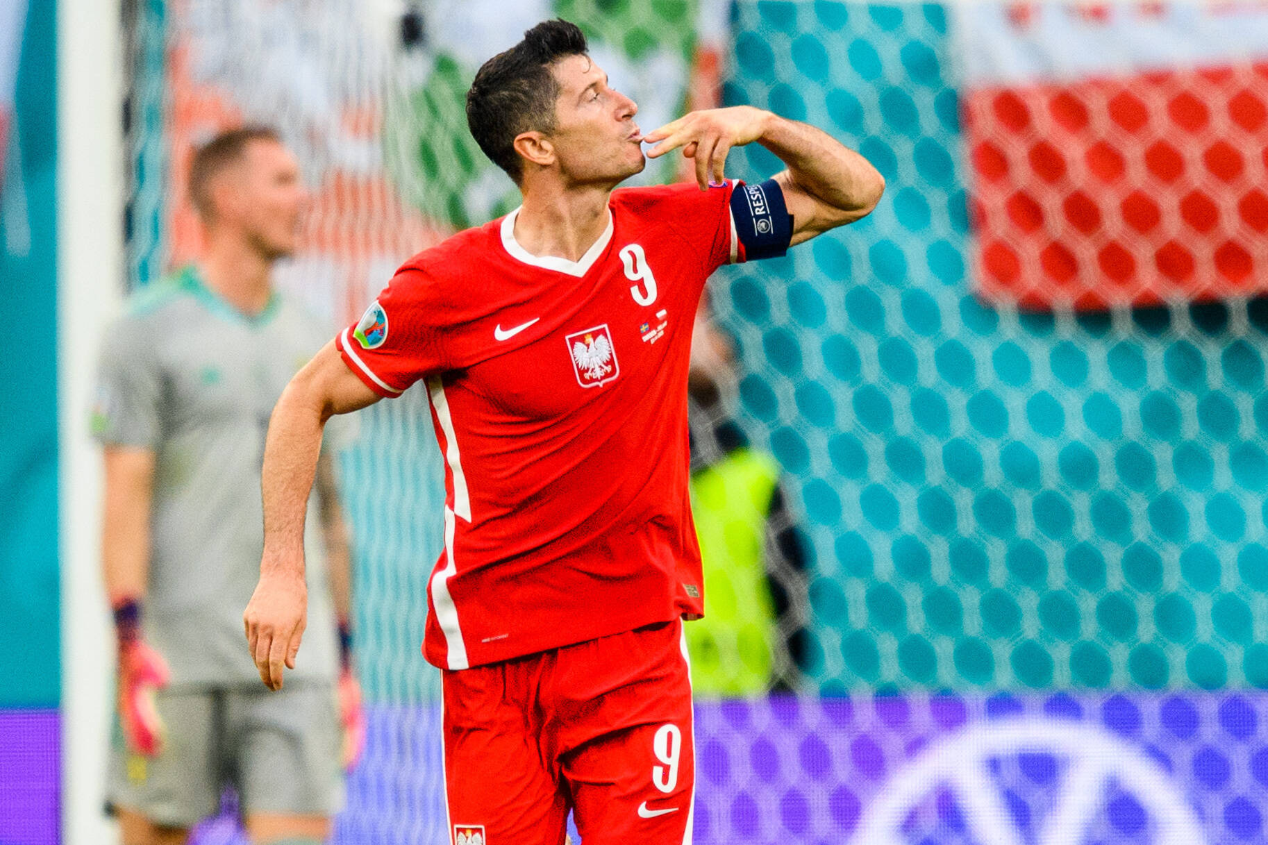 Liverpool offered a chance to land Lewandowski who is seen in the photo
